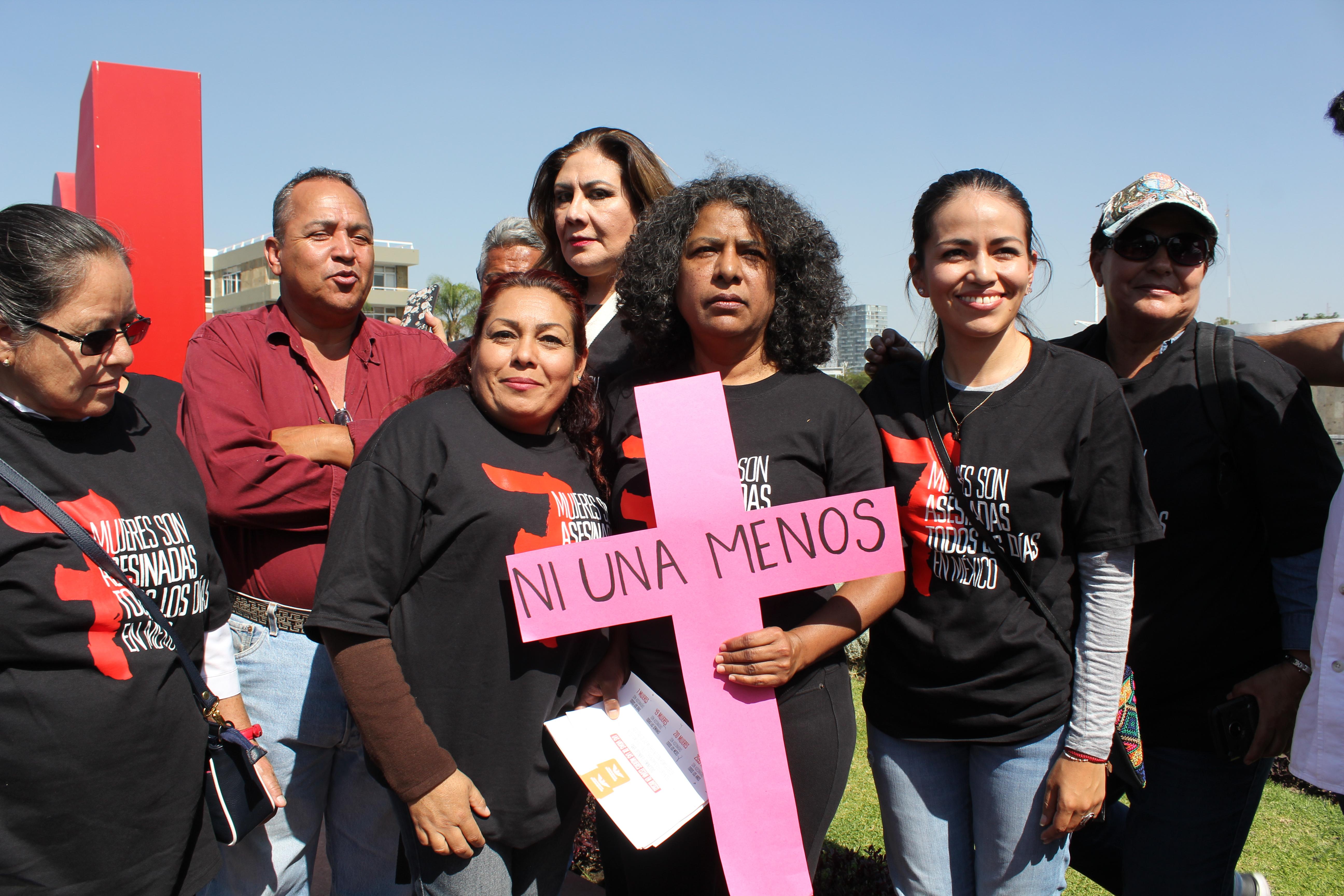 Salen a las calles a evidenciar que en México asesinan 7 mujeres todos los días