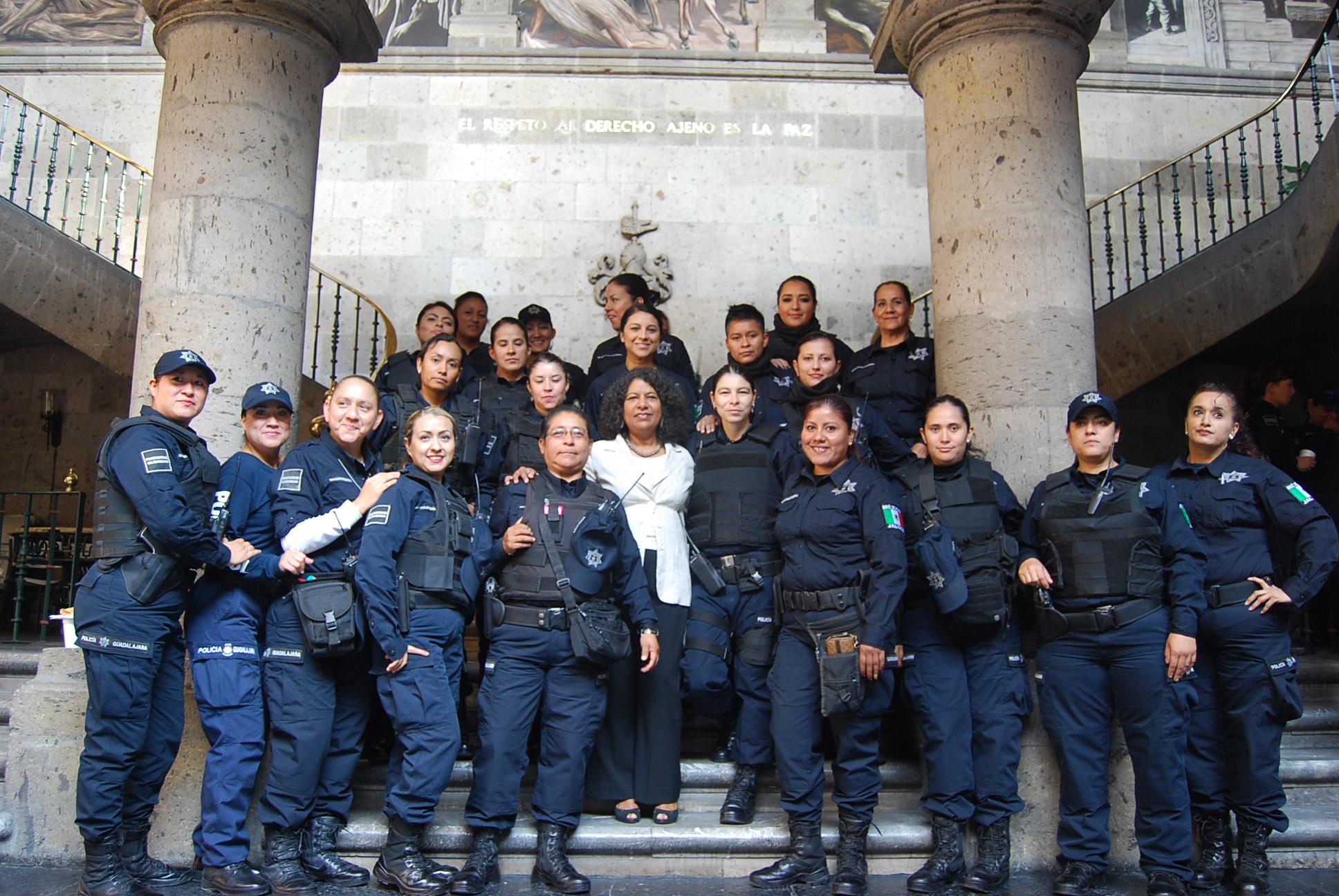 UNA FELICITACIÓN A LOS POLICÍAS EN SU DÍA Y UN LLAMADO A HACER UNA LABOR SOCIAL DE LA SEGURIDAD: DIPUTADA CANDELARIA OCHOA
