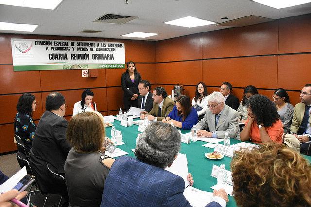Candelaria Ochoa propone mesa de trabajo con representantes de los periodistas para trabajar juntos en garantizar su protección.